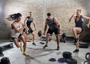 Bootcamp circuit training fitness class